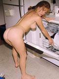 Femme belle nue qui pice